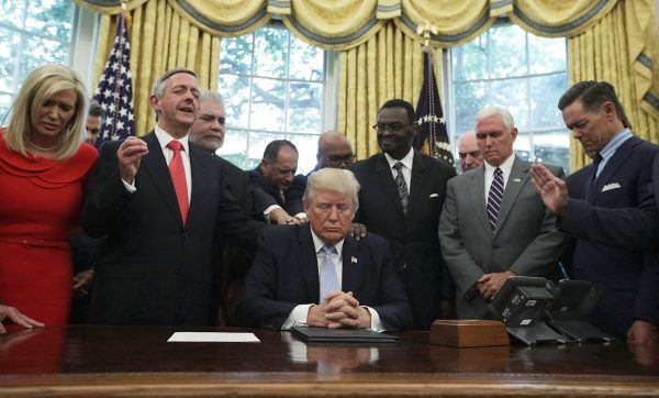 Trump evangelicals White House dinner Jeffress midterms