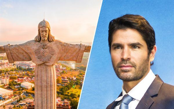 Jesus-Statue-and-Eduardo-Verastegui