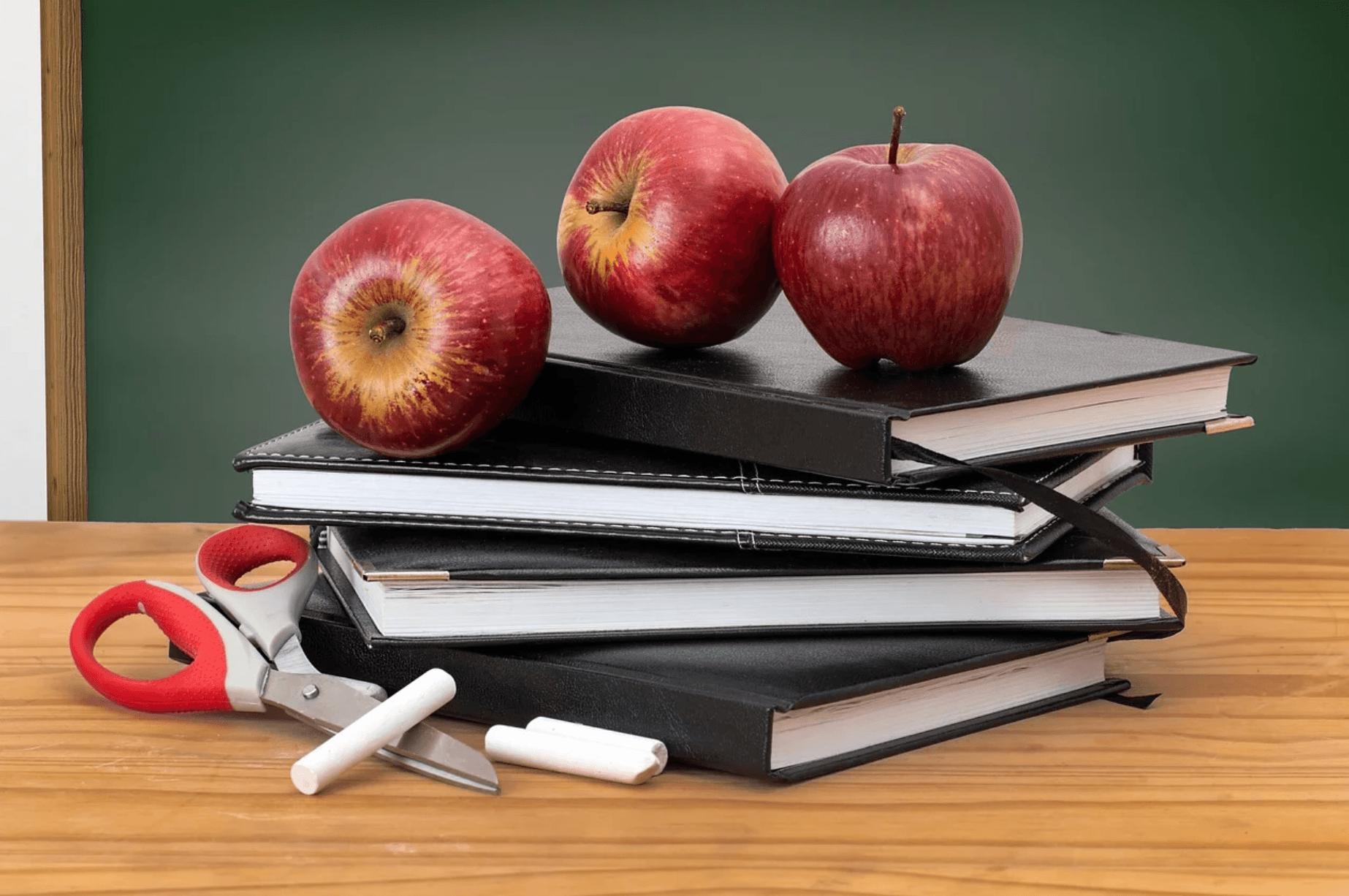 Sixth grade teacher asks class uncomfortable question — has student threatening her job